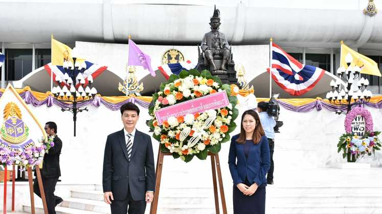 The director of ITD attended the ceremony of offering wreath to worship King Rama VII on Monday, 30 May 2016 at 09:00 a.m.