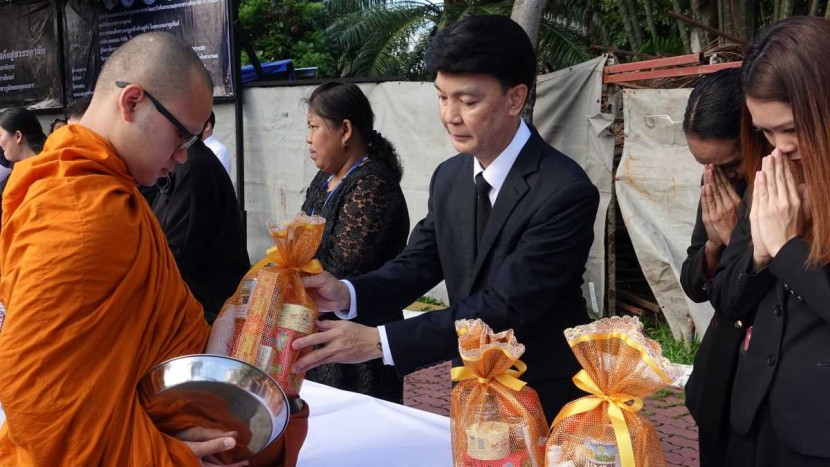 Director of International Institute for Trade and Development (Public Organization) attends in the ceremony of offering alms to the monks and express mournfulness to His Majesty King Bhumibol Adulyadej