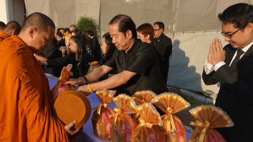 Deputy Director of ITD attended ceremony of offering alms to the monks in New Year 2017 to dedicate as charity for His Majesty King Bhumibol Adulyadej