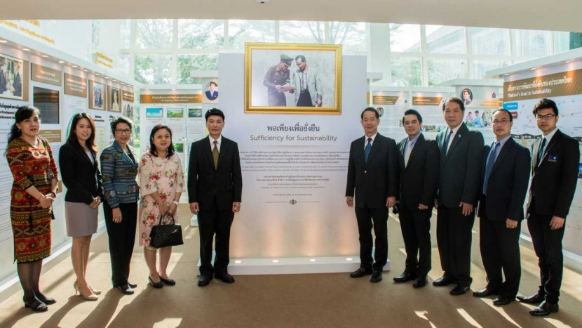 Director and Executives of ITD visit exhibition of Crown Property Bureau